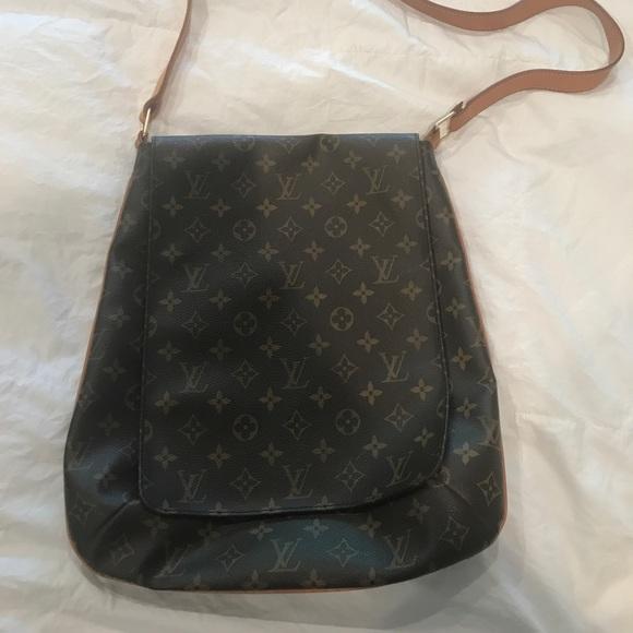 b9439c0ece5e Louis Vuitton Handbags - Louis Vuitton saddle bag